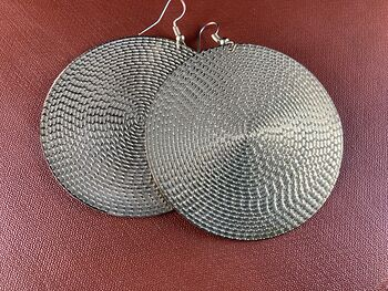 Round Textured Gold Tone Metal Earrings #3PTH0MnnXeo